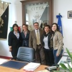 il sindaco Mazzaroppi con le assistenti sociali e il presidente Rete Legale Etica, Veronica Fedele